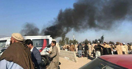 حمله انتحاری در بین معترضان در نزدیکی کمیسیون انتخابات شهر جلالآباد