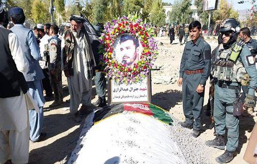 مراسم خاکسپاری جنرال رازق و حسین خیل در کابل و قندهار برگزار شد