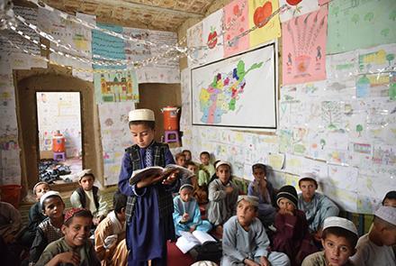 از هر پنج دو کودک افغانستاني دو کودک از مکتب محروم استند