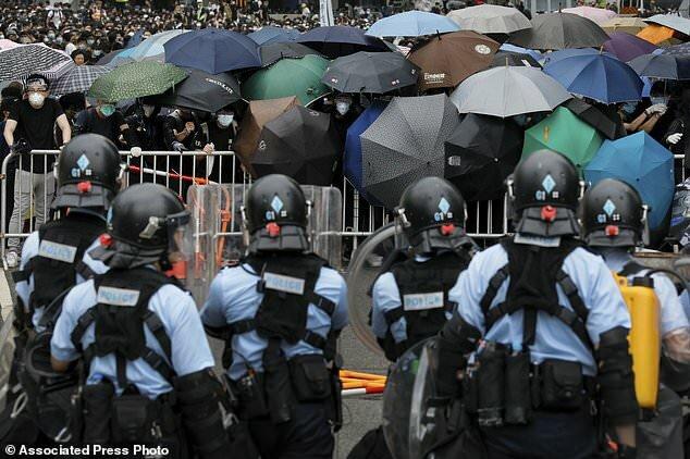 قانون استرداد هنگکنگ را فلج کرد