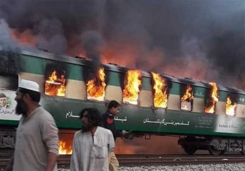 آتش گرفتن یک قطار پاکستانی ۶۲ مسافر را به کام مرگ کشاند