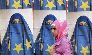 قانون ضدحجاب در اروپا مانند قانون ضداسلـامی ترامپ است/ جای خالی آزادی مذهبی در اروپا/ آزادی بیان و مذهب در اروپا شعارهایی پوچ هستند