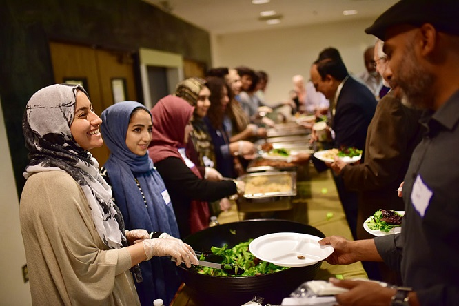 US Muslims in California break Ramadan fasting with community Iftar / Pics