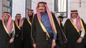 خاندان آلسعود چگونه زندگی میکنند/ حقوق ماهانه شاهزادگان سعودی چند دلار است +عکس