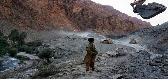 داعش معادن سنگهای قیمتی افغانستان را استخراج میکند